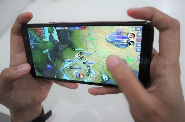 Ilustrasi bermain game. (HiTekno.com/Dinar Surya Oktarini)