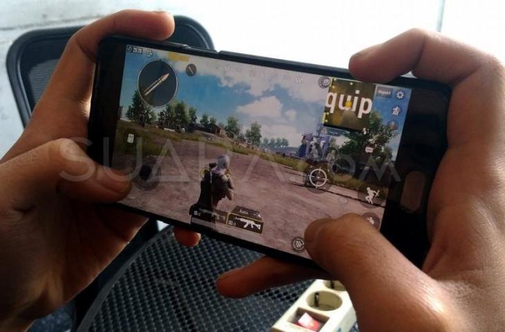 Ilustrasi main PUBG Mobile. (Suara.com/Oke Atmaja)