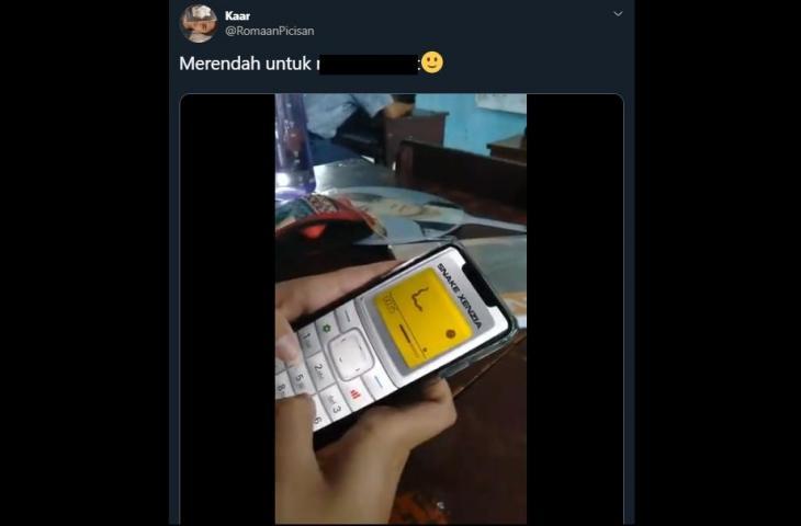 Main game Snake di ponsel Nokia jadul. (twitter/RomaanPicisan)