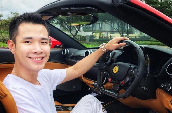 Jess No Limit dengan mobil sport mewah Ferrari California. (Instagram/ jessnolimit)