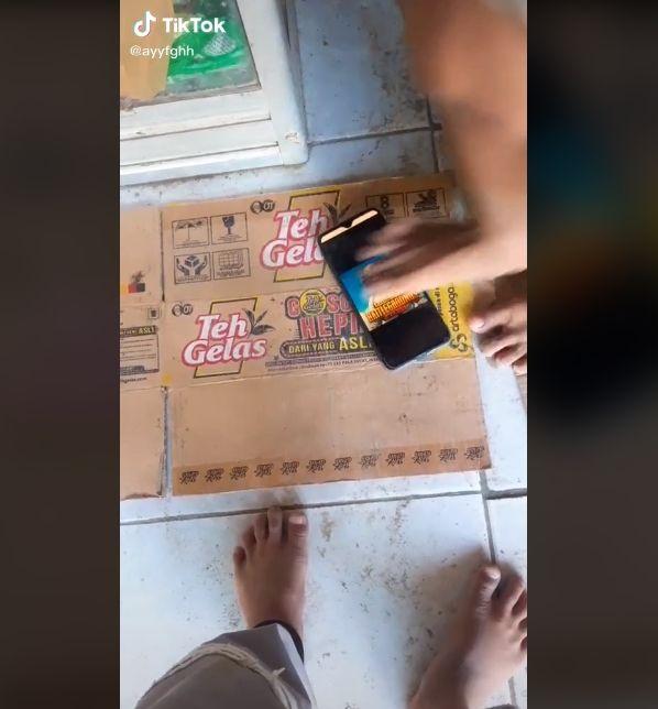 Video bocah mengamuk dan injak hp gegara PUBG. (Instagram/ayyfghh)