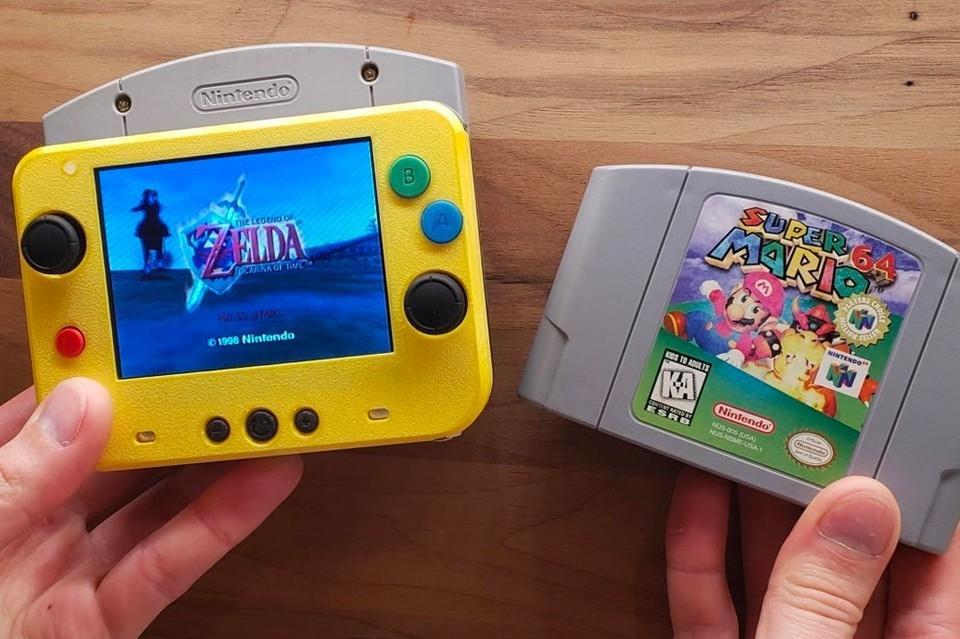 Modifikasi Nintendo 64 jadi handheld mungil. (YouTube/ GmanModz).