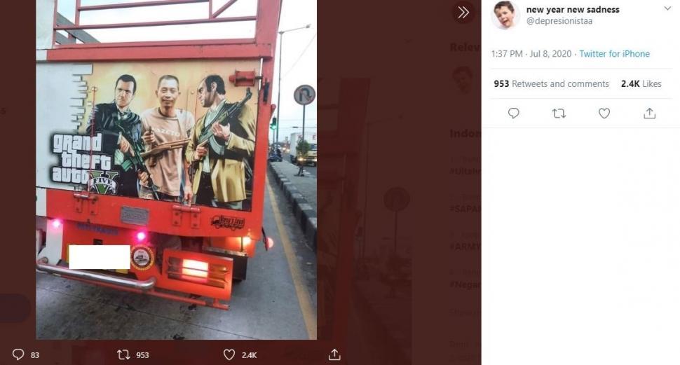 Cover GTA V di belakang truk ini bikin netizen geli. (Twitter/ depresionistaa)