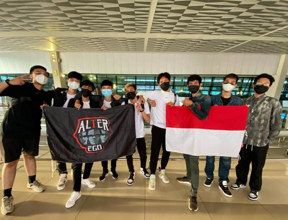 Alter Ego berangkat ke Singapura untuk M2 World Championship. (instagram/celiboyy)