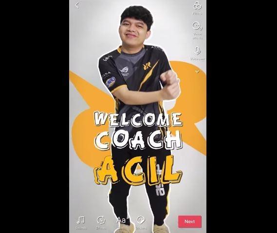 Acil jadi pelatih baru RRQ Hoshi. (YouTube/ Team RRQ)
