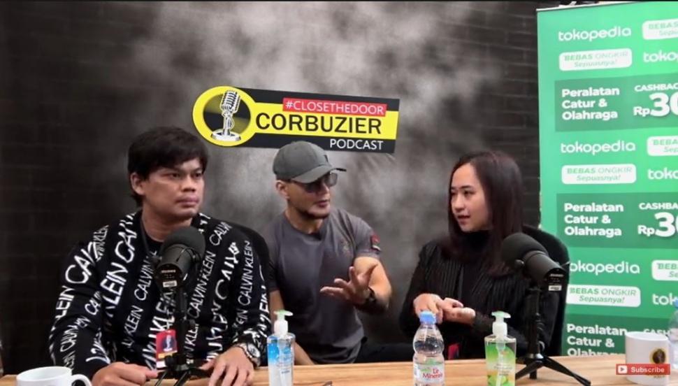 Grandmaster Susanto Megarant, Deddy Corbuzier, dan Chelsie Monica. (YouTube/ Deddy Corbuzier)