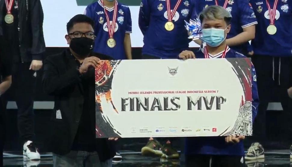 Luminaire jadi MVP Grand Final MPL Season 7. (youtube/MPL Indonesia)