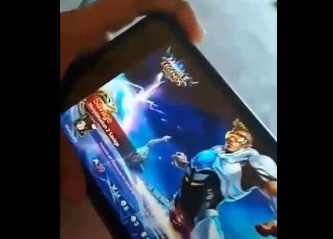 Bocah yang mencetak Savage di Mobile Legends kemudian menangis bahagia ini bikin netizen heboh. (YouTube/ erwin cahya)B